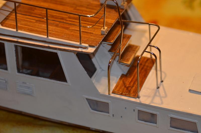 Yacht Grand Banks (RC Amati 1/20°) par caputsyl - Page 2 Dsc_2012