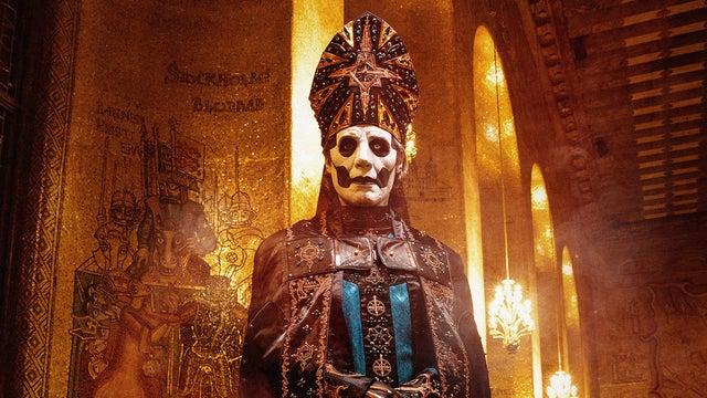 Papa Emeritus y sus discípulos reparten misas oscuras - Página 15 G9984m10