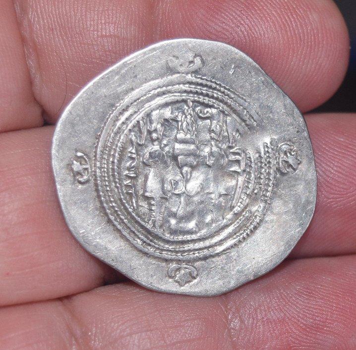 Dracma de Cosroes II. Año 6 ceca AY 571a10