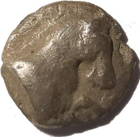 Hemiobolo de plata. Kyme, Aeolis, Siglo IV a.C.  632b10
