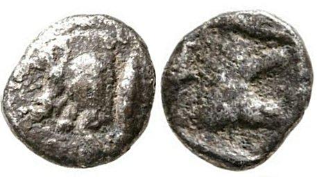 Hemióbolo de Kyzicos. Jabalí hacia la izquierda/León a la derecha. 65312