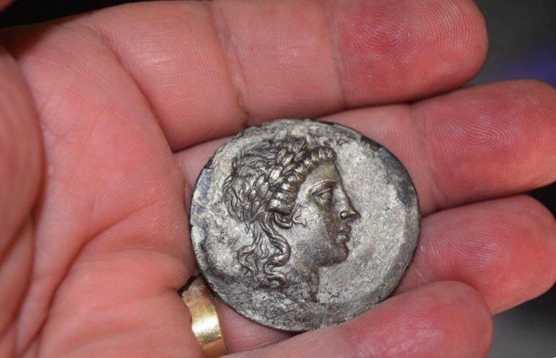 Tetradracma de plata. AEOLIS, Myrina. Ca. 160-143 a.C.  683s12