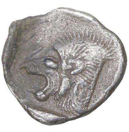 Hemióbolo de Kyzicos. Jabalí hacia la izquierda/León a la derecha. Image119