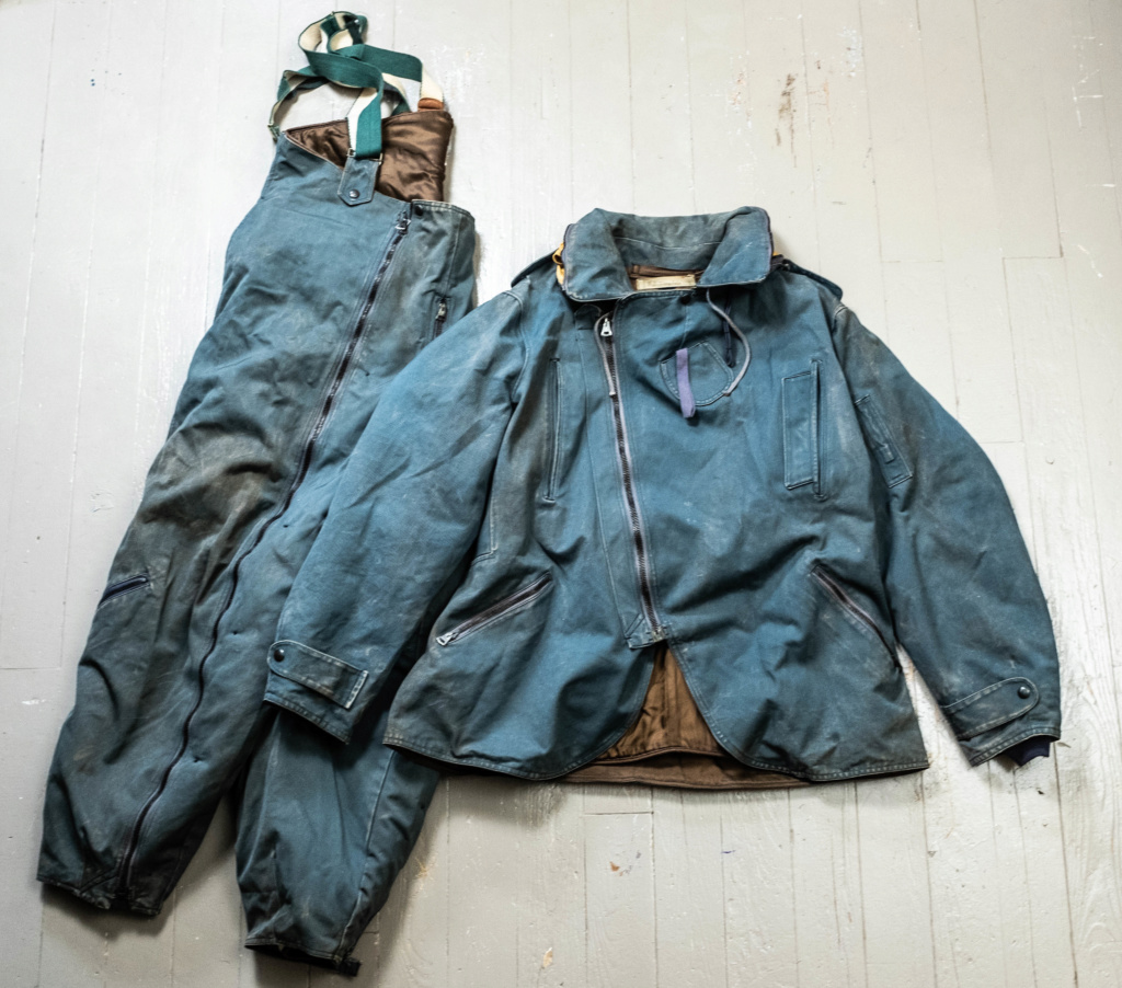 Looking for old (WW2, post war, Korea) Canadian Military Garments (Royal Canadian Navy, RCAF, Airborne, Army, etc). Parkas, Jackets, Smocks, Flight Suits Dscf8410