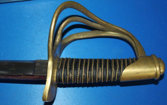 Gros doute sur un sabre en vente Aebb8310