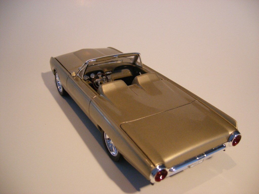 1962 Ford Thunderbird de AMT Dscf3021