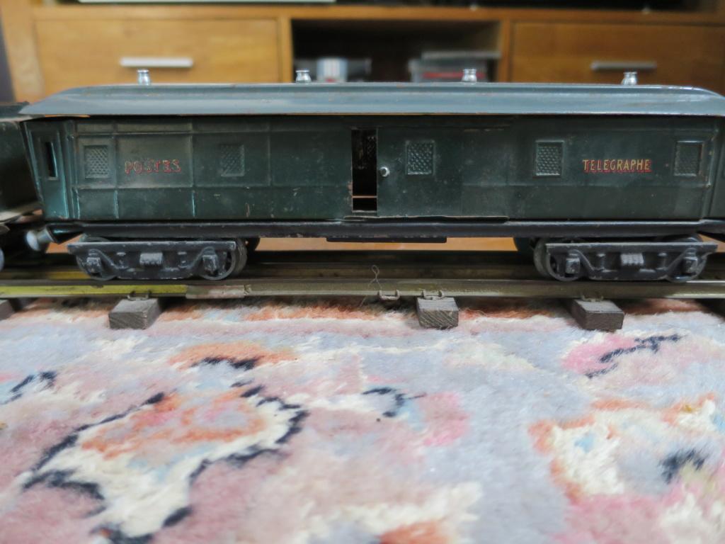 J'ai ressorti mes 2 vieux trains... Img_0914