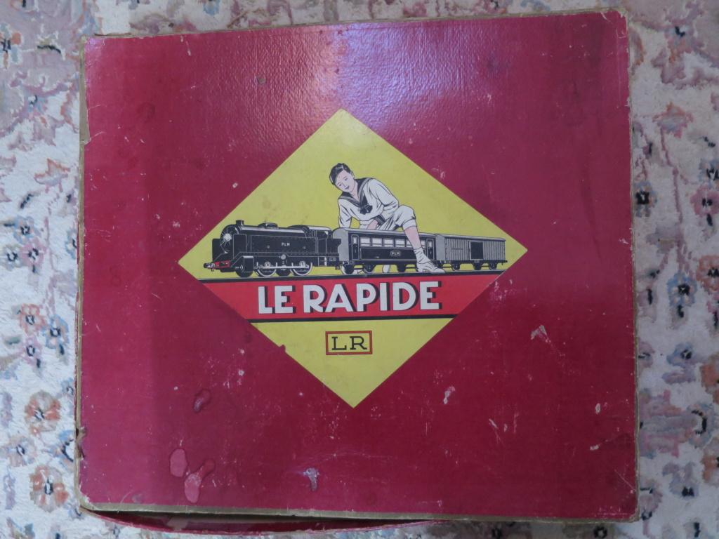 J'ai ressorti mes 2 vieux trains... photos ci-jointes du second train (la boite rouge)... Img_0915