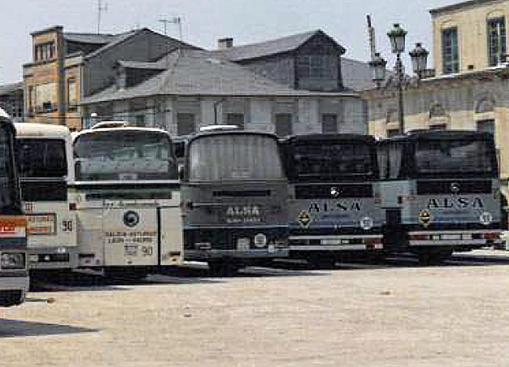 Les cars et bus miniatures - Page 14 Irizar10