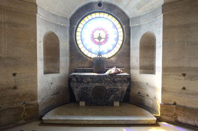 la chapelle expiatoire - Page 9 640_3410