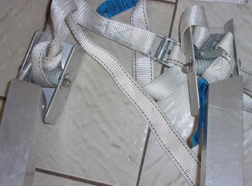 Remplacement de l'embase et du pied de mat - Page 2 Pieds_11