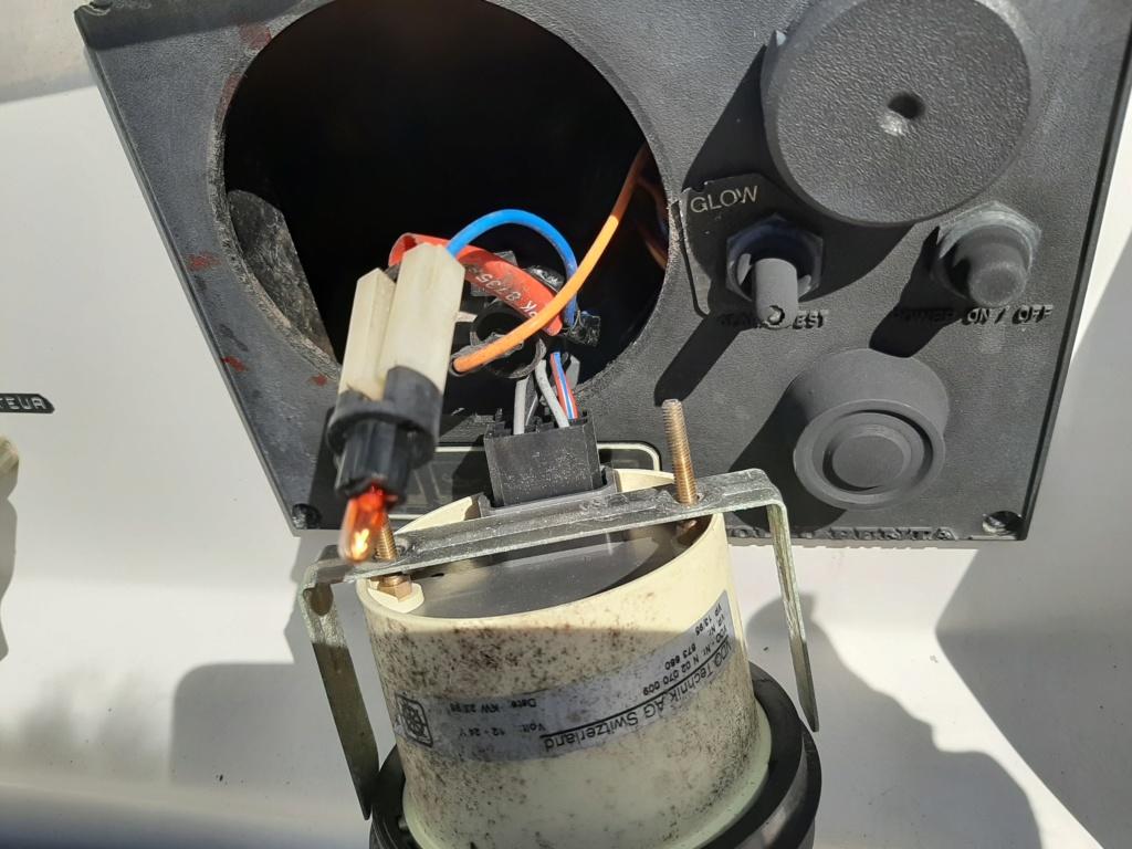 [Howto] Réparation Changement Ecran LCD Horamètre Yanmar 20200510