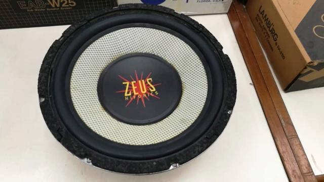 """WTS - Hifonics Zues 12"""" sub i124/8  Img-2018"""