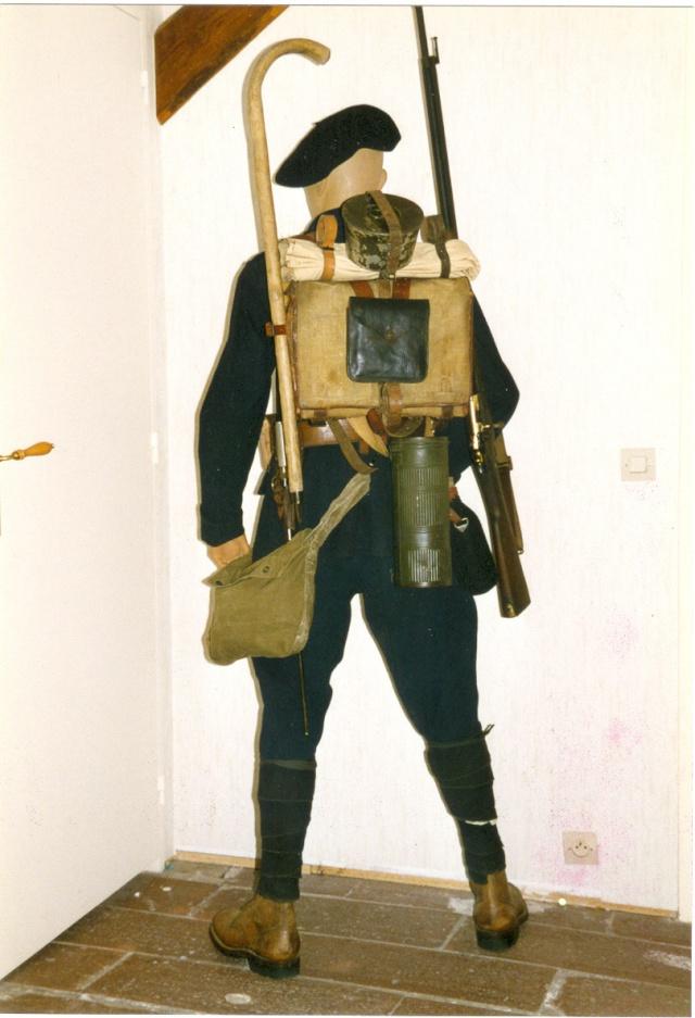 Autour d'une arme ... l'uniforme et l'équipement : quelques exemples Chasse11