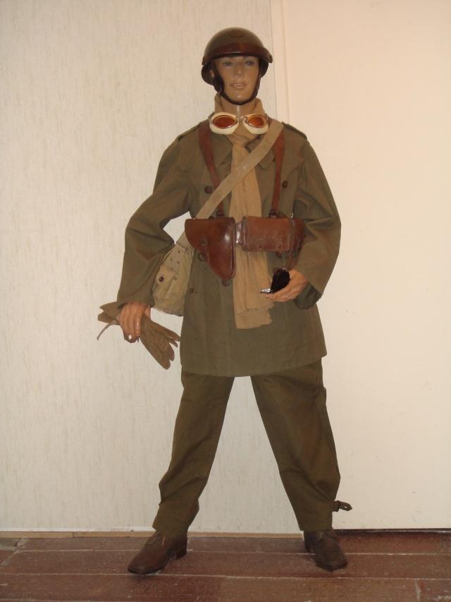 Autour d'une arme ... l'uniforme et l'équipement : quelques exemples Moto_110