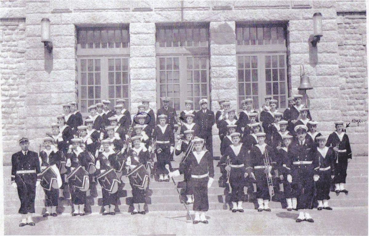 [ École des Mousses ] Promotion 60/61 1ère Compagnie - Page 10 Musiqu10