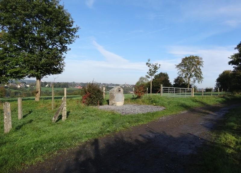 Commune de SAINT-HADELIN (OLNE) Monument en hommage au sergent Jay L. ADAMS 0110