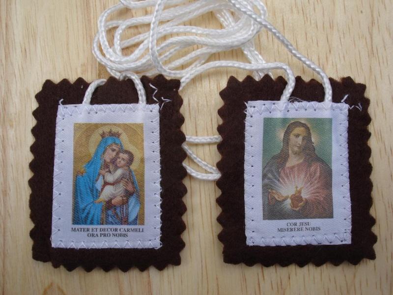 Le scapulaire de Notre Dame du Mont Carmel : Scapul10