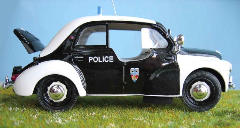 "Renault 4 cv ""Pie"" de la Police parisienne. Pie_1210"