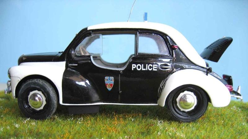 "Renault 4 cv ""Pie"" de la Police parisienne. Pie_1310"