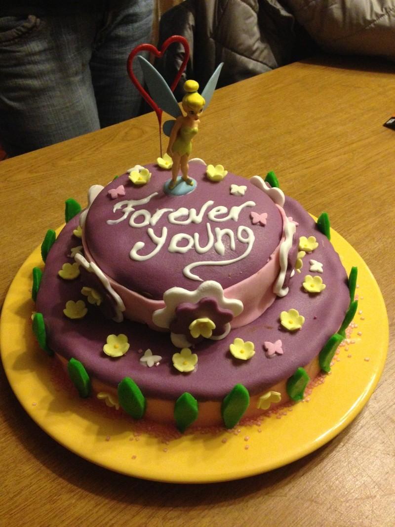 Gâteaux d'anniversaire Disney de nos miniatures - Page 2 Img_0510