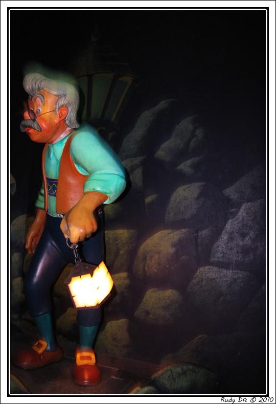 Les Voyages de Pinocchio - Page 2 Img_0657