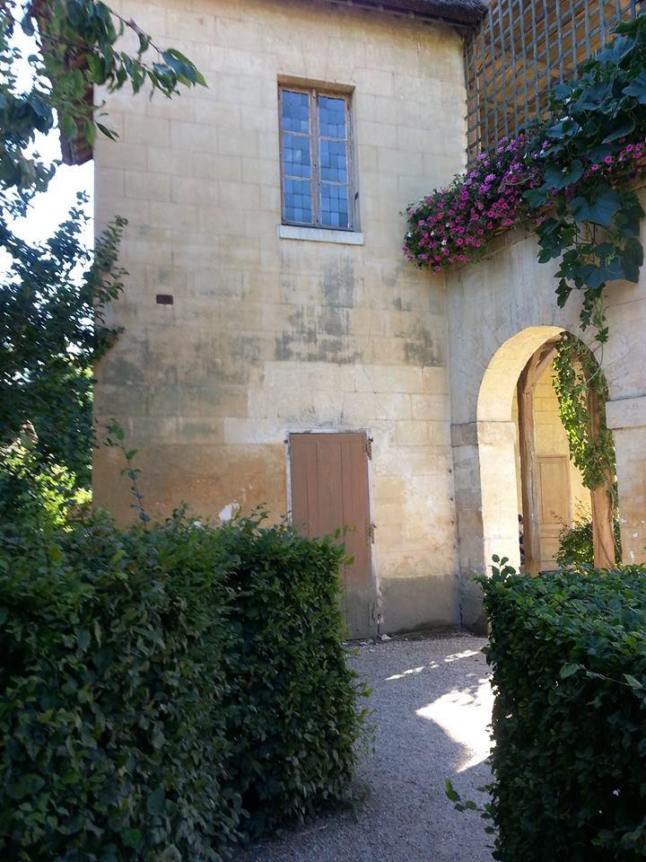 Hameau du Petit Trianon : Restauration de la maison de la Reine  - Page 2 11110_10