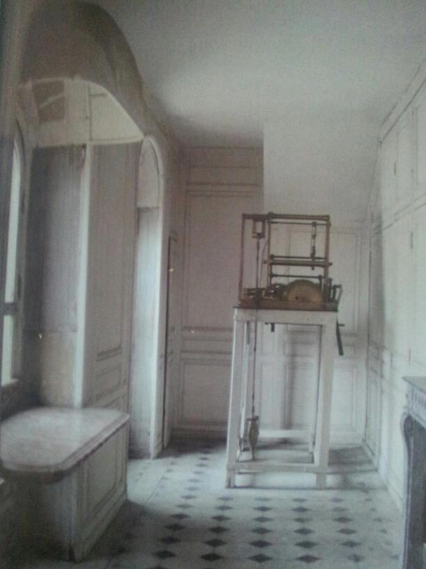 Les petits cabinets scientifiques et ateliers de Louis XVI à Versailles 64474710