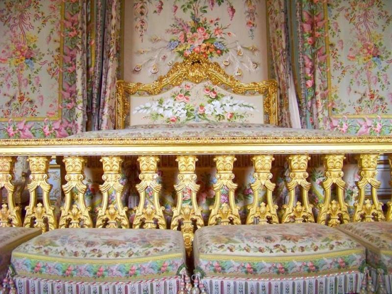 chambre - La chambre de la Reine à Versailles - Page 2 Lit_ch10