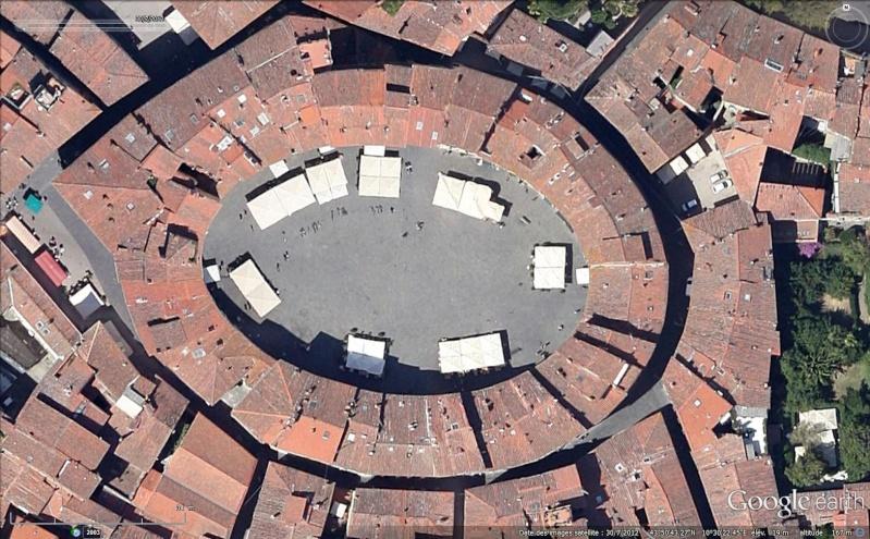Place de l'Amphithéâtre, (Piazza dell'Anfiteatro), Lucques, Toscane - Italie Sans_193