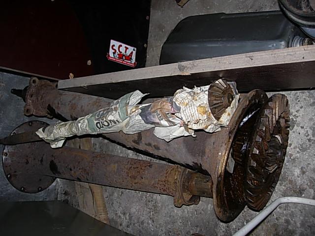 Réservoir, pneus, radia Ford etc . . . .    Dscn8513