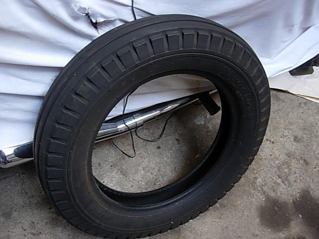Réservoir, pneus, radia Ford etc . . . .    Dscn8517