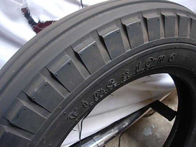 Réservoir, pneus, radia Ford etc . . . .    Dscn8518