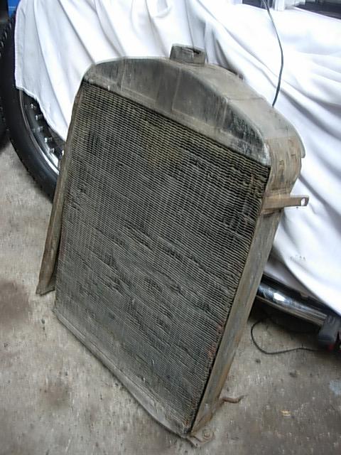 Réservoir, pneus, radia Ford etc . . . .    Dscn8519