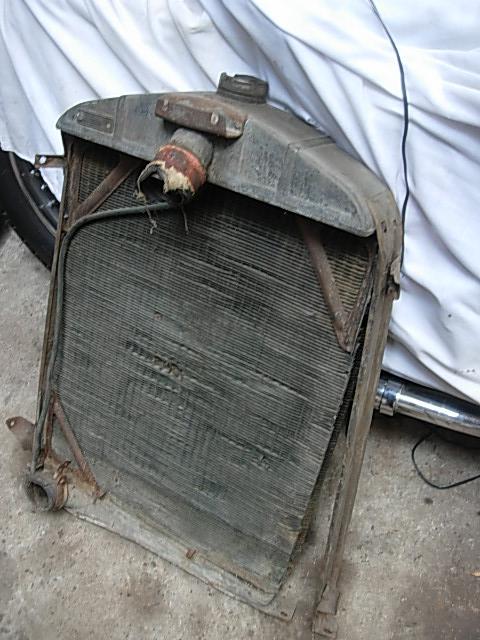 Réservoir, pneus, radia Ford etc . . . .    Dscn8520