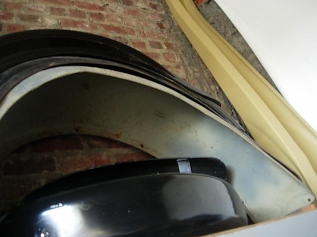 Réservoir, pneus, radia Ford etc . . . .    Dscn8522