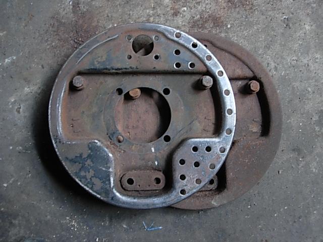 Réservoir, pneus, radia Ford etc . . . .    Dscn8523