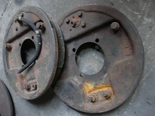 Réservoir, pneus, radia Ford etc . . . .    Dscn8524