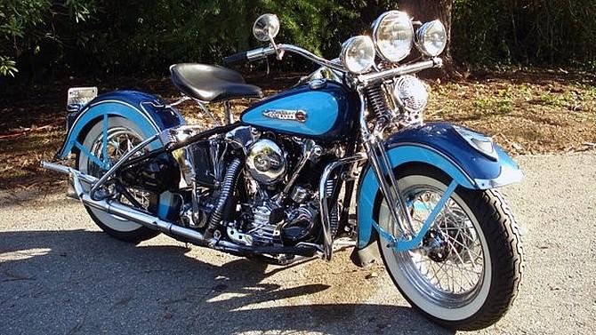 La premiere Harley que j ai vue Img_2013