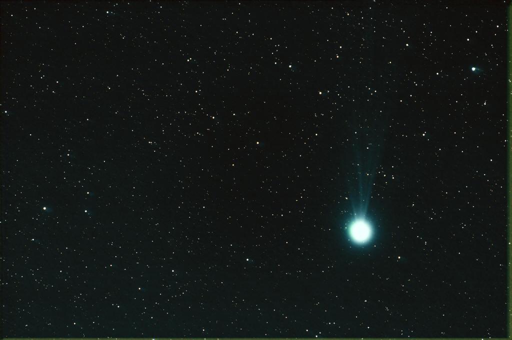 Comètes - Page 11 Lj310