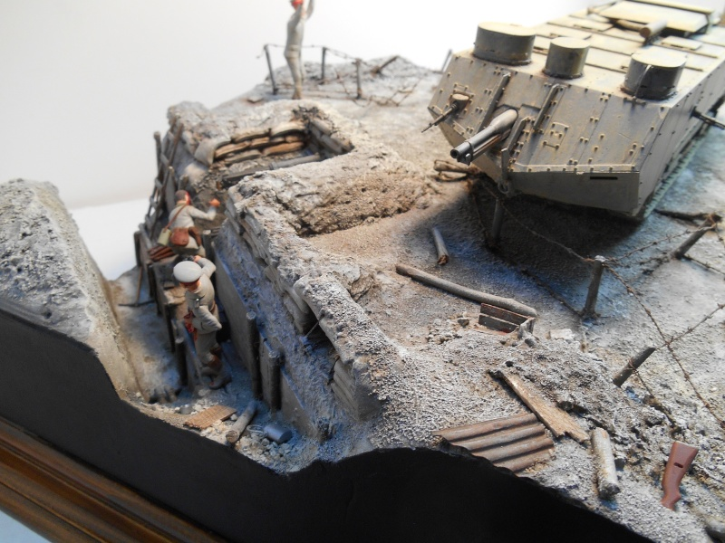 Août 1918 - L'espoir renaît - Saint-Chamond (Takom 1/35e) et figurines HISTOREX 1/32e puis figurines ICM 1/35e Aoyt_125
