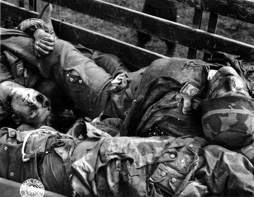 Soins à la guerre (médic, civils, morts ..) Des_pa10