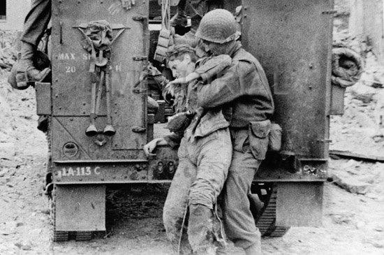 Soins à la guerre (médic, civils, morts ..) Soldat11