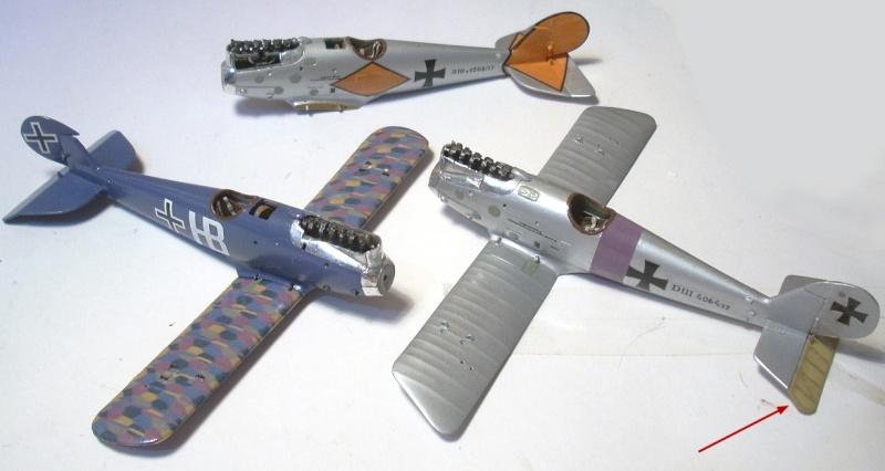 Deux Pfalz D-III / D-IIIa et demi,  1/72 - Page 4 Montag10
