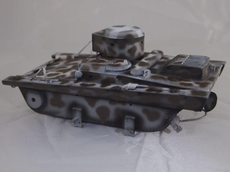 T-37 radio (Hobby Boss ref 83820 1/35) Mon1010