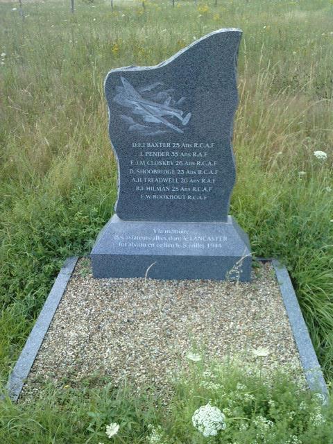 stèle bombardier lancaster P1007111
