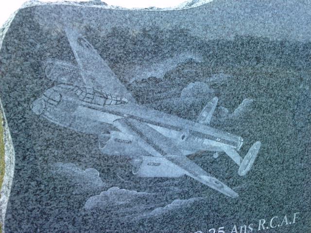stèle bombardier lancaster P1007115