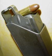 PISTOLET MITRAILLEUR DE 9 mm (MODELE 1949) - Page 2 Charge10