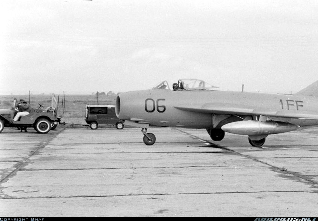 FRA: Photos anciens avions des FRA - Page 6 Clipbo80