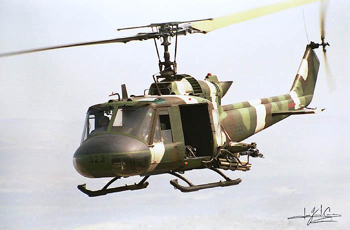 Forces armees du Salvador/Armed Forces of El Salvador Uh-1_011
